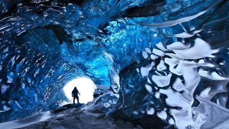 Skaftafell-ice-cave-2[2]